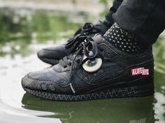 Alife x Asics Gel Lyte III 'Monster Pack - Black Lagoon' - 2007 (by indotakari) Shoe trees are no new concept but Sole Trees brings protection to the shape and integrity of sneakers like neverbefore Buy Sneakers, Sneakers Fashion, All Black Sneakers, Af1 Shoes, Asics Gel Lyte Iii, Black Lagoon, Nike Id, Shoe Tree, Footwear