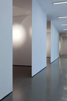 #architecture #design #interiors #installation #museums #minimalism #white - Restauro Galleria Civica di Trento - Tommaso Giunchi Fotografo