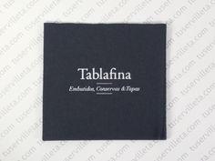 Servilletas Impresas Personalizadas Tablafina se ha realizado en tamaño 20x20 cm. (10x10 cm. cerrada) Doble Punto negro, impresión en tinta Blanca.
