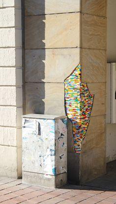 Jan Vormann will die Welt ein bisschen schöner machen – mit Lego: Der gelernte Bildhauer repariert kaputte Mauern, rissige Häuserwände und andere löchrige Objekte mit den bunten Steinen | Bamberg