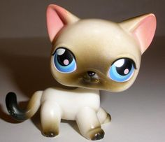 2005 Hasbro Littlest Pet Shop #5 Siamese Cat With Blue Eyes And Magnet #Hasbro