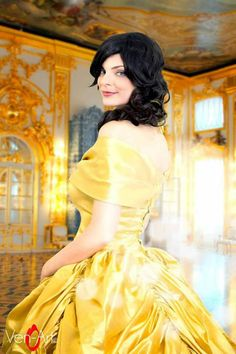 Belle cosplay su ispirazione di beauty and the beast principessa Disney