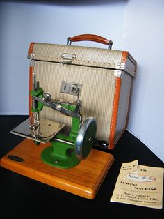 VINTAGE SEWING MACHINE MADE IN ENGLEND BY E.L.GRAIN NOTTINGHAM COLLECTABLE