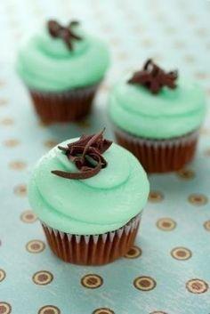 Mint green wedding - mint cupcakes