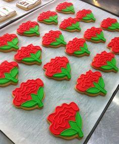 Galletas en forma de rosas de Sant Jordi: un regalo muy dulce para la Diada. Una idea de @La Galletería de Tastery #SantJordi #Galleta #Glasa