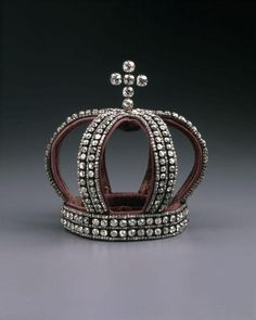 Crown worn by Empress Alexandra at her wedding to Nicholas II in 1894. Silver, diamonds, and velvet.