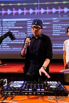 HWA CHONG INSTITUTION Young Djs DJ workshop Brendon P Jason Zheng Pop Trash Pop Studio Pioneer DDJ SX www.poptrash.sg https://www.facebook.com/poptrash