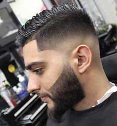 The low skin fade haircut is a stylish and popular hairstyle whose main feature is cutting the hair to a bald inches from the ear and back hairline. Mens Hairstyles With Beard, Hair And Beard Styles, Haircuts For Men, Popular Haircuts, Medium Hairstyles, Haircut Medium, Men's Haircuts, Men's Hairstyles, Hair Styles