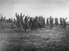 1917. Soldados rusos rindiéndose