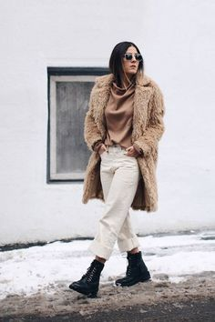 A Teddy Coat + Combat Boots = Perfection (Le Fashion) Combat Boot Outfits, Brown Combat Boots, Winter Boots Outfits, Winter Fashion Outfits, Autumn Winter Fashion, Outfit Winter, Outfit Ideas, Winter Stil, Outfit