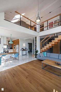 DOSKONAŁY 3 - realizacja projektu - Duży salon z kuchnią z jadalnią z antresolą, styl minimalistyczny - zdjęcie od DOMY Z WIZJĄ - nowoczesne projekty domów