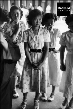 Students and young office girls during an Ikebana lesson, 1951 Japan by Werner Bischof. Geisha, Showa Era, War Photography, Zurich, Student Fashion, Japan Girl, Japanese Culture, Vintage Pictures, Vintage Photographs