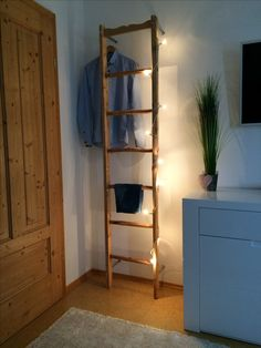 I liked this idea very much in the dressing room or bedroom would be very handy. Both decorative and useful. How did you find it? Woman Bedroom, Home And Deco, Ladder Bookcase, Women Life, Modern Bedroom, Ladder Decor, Home Goods, Interior Decorating, Shelves