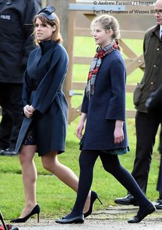 prinses Eugenie and Lady Louise. Royal Family History, British Royal Families, Queen Elizabeth Ii Birthday, Princess Eugenie And Beatrice, Louise Mountbatten, Royal Diary, Eugenie Of York, Lady Louise Windsor, Royal Uk