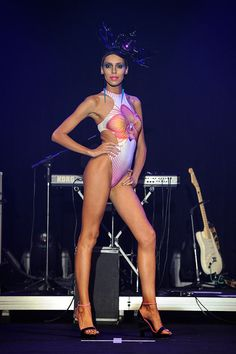 Lea T: optical na Triya! Esse desfile é o primeiro de moda praia pós-cirurgia dela!