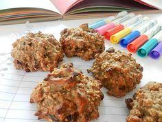 Une galette à l'avoine vraiment santé : bonne, énergisante et facile à faire. Je vous présente la galette qui rendra heureuse toutes les directions des établissements scolaires du Québec : la galette Mme Avoinette. Une galette SANS NOIX, SANS ARACHIDES et sans traces de machins trucs allergènes que les mamans ne peuvent pas mettre dans... Cookie Recipes, Dessert Recipes, Healthy Oatmeal Cookies, Boite A Lunch, Muffin Bread, Tasty, Yummy Food, Biscuit Cookies, Breakfast Dessert