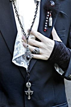 Bram Stoker-inspired Count Dracula boutonnière by ALTflowers