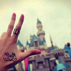 #SooCute: Ein Minnie & Mickey-Tattoo im Disneyland.
