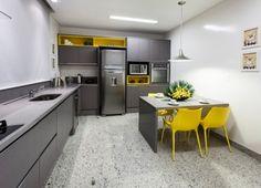 Combinação entre o amarelo e o cinza, traz em paralelo a modernidade, sofisticação e ousadia para o ambiente.