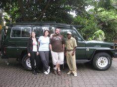 Viajeros Insolit con uno de nuestros guias en Tanzania