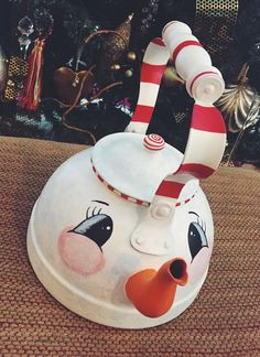 #teapot #tea #teakettle #snowman #snow #candycane #peppermint #paint #diy #antiques #christmas #christmasgifts #ChristmasDecor #christmastree #ChristmasDecorations #diy #homedecor #frosty