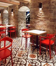 Barsa Taberna: un angolo di Spagna nel centro di Toronto. Ceramiche Refin per il progetto firmato dallo studio +tongtong @ceramicherefin