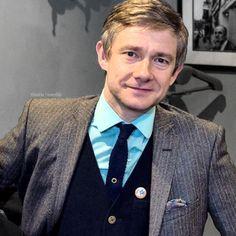 Martin, making jumpers and skinny ties a thing to envy. Sherlock Holmes John Watson, Sherlock Bbc, Martin Freeman, Like A Sir, Benedict And Martin, Mrs Hudson, 221b Baker Street, British Boys, Jack White