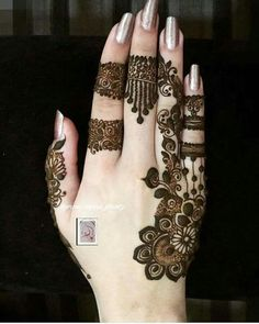 Perfect one for small occasion Modern Henna Designs, Mehndi Designs 2018, Mehndi Designs For Girls, Mehndi Designs For Fingers, Beautiful Henna Designs, Henna Tattoo Designs, Mehndi Tattoo, Mehandi Designs, Henna Mehndi