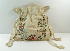 Ch 'The girl produced a small workbag from behind her back and, after Mr Finn nodded his approval, she sat down on the chair and began to rummage in it.' This pic - Antique English Regency Reticule, Workbag, Purse - Silk Ribbon Work Vintage Purses, Vintage Bags, Vintage Handbags, Regency Dress, Regency Era, Vintage Accessories, Fashion Accessories, Wedding Accessories, Ribbon Work