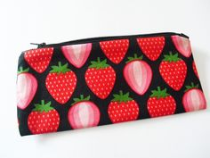 Schlampermäppchen Erdbeeren von erdbeerloni auf DaWanda.com