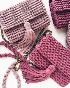 Simple and free creative crochet bag pattern for crochet bag anl . - taschen Simple and free creative crochet bag pattern for crochet bag anl . Crochet Handbags, Crochet Purses, Crochet Bags, Crochet T Shirts, Knit Crochet, Easy Crochet, Yarn Bag, Macrame Bag, T Shirt Yarn