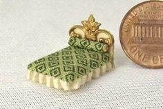 ••  Francesca Vernuccio Miniatures:  MUEBLES PARA ESCALA 144.  tissue bed 3