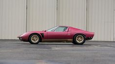 Looking for the Lamborghini Miura of your dreams? There are currently 8 Lamborghini Miura cars as well as thousands of other iconic classic and collectors cars for sale on Classic Driver. Lamborghini Miura, Car In The World, Automotive Design, Clothes Horse, Car Ins, Used Cars, Cars Motorcycles, Vintage Cars, Retro Cars