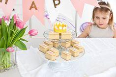 Herkkupöytään katetaan taianomaiset Sitruunaiset mokkapalat Childrens Party, Birthday Cake, Desserts, Food, Tailgate Desserts, Deserts, Birthday Cakes, Essen, Postres