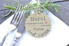 Mariage Marque-place Custom wedding place-name on each guest's first name. Wedding Favor Labels, Wedding Favors, Wedding Gifts, Wedding Decorations, Perfect Wedding, Diy Wedding, Wedding Day, Fiesta Shower, Recycled Wedding