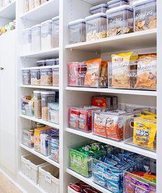 Organisation et rangement - Grand Garde Manger Organisation Hacks, Kitchen Organization Pantry, Organized Kitchen, Pantry Ideas, Kitchen Organizers, Pantry Shelving, Organizing Ideas For Kitchen, Organized Home, Organizing Tips
