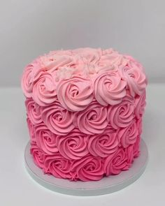 Cake Decorating Frosting, Cake Decorating Designs, Creative Cake Decorating, Cake Decorating Videos, Birthday Cake Decorating, Cake Decorating Techniques, Creative Cakes, Easy Cake Designs, Birthday Cake Designs