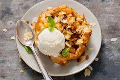 Een lekkere seizoensvariant op de Oostenrijkse appelstrudel: met peer! - Recept - Allerhande