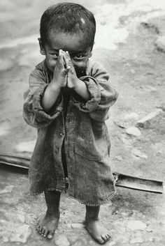 Namaste 1966 Nepal -- Portrait - Culture - Child - Candid - Black and White - Photography Beautiful Children, Beautiful People, Beautiful Pictures, Precious Children, Smile Pictures, Poor Children, Smile Pics, Happy Children, Beautiful Smile