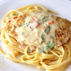 One of our most favorite things to make for dinner in chicken. I am always on the hunt for yummy chicken recipes for us to make at home. The best thing about cooking chicken i… Think Food, I Love Food, Good Food, Yummy Food, Turkey Recipes, Chicken Recipes, Broccoli Recipes, Recipe Chicken, Shrimp Recipes