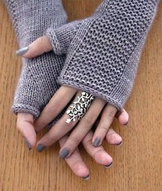 Knitting Pattern for Heaven Mitts - Fingerless mitts in sizes S-M-L. Sport weight yarn. Designed by Julie Partie Loom Knitting, Knitting Stitches, Knitting Patterns Free, Free Knitting, Knitting Socks, Crochet Patterns, Hat Patterns, Afghan Patterns, Stitch Patterns