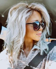 34 platinum blonde hair shades and highlights for 2019 6 – nothingideas Blonde Hair Shades, Platinum Blonde Hair, Blonde Hair With Layers, Blonde Wig, Blonde Hair For Summer, Blonde To Silver Hair, Blond Hair Colors, Blonde Fall Hair Color, Mid Length Blonde Hair