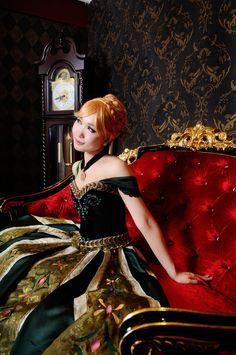 An amazing Anna from Frozen cosplay! The green coronation gown! - 9 Anna of Arendelle Cosplays