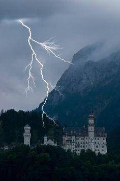 Neuschwanstein Castle, Germany - lightning strike Tornados, Thunderstorms, Lightning Photography, Nature Photography, Lightning Strikes, Lightning Storms, Cool Pictures, Storm Pictures, Neuschwanstein Castle