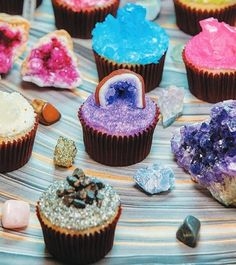 Geode cupcakes tutorial by Rosanna Pansino: The Nerdy Nummies Cookbook: Sweet Treats for the Geek in All of Us. Cupcake Recipes, Cupcake Cakes, Dessert Recipes, Nerd Cupcakes, Cup Cakes, Crystal Cupcakes, Crystal Cake, Geode Cake, Let Them Eat Cake