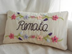 Almohadones bordados a mano!!! Mexican Embroidery, Embroidery Letters, Embroidery Needles, Cross Stitch Embroidery, Hand Embroidery, Embroidery Designs, Embroidered Roses, Mexican Designs, Diy Pillows