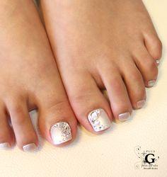 Party pedi in white pearl elegant bijoux
