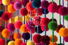 Multicolor pompones hechos a mano decoración de la boda /Mexican Garland mexicana artesanal / partido decoración / decoración de niña / pompones decoración / venta por mayor de MexicanBeautyShop en Etsy https://www.etsy.com/mx/listing/477742982/multicolor-pompones-hechos-a-mano
