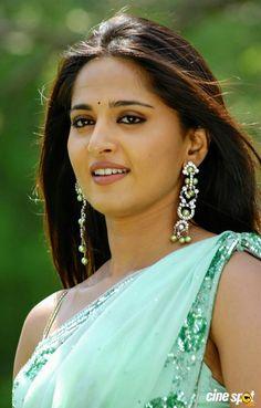 Anushka Loves Hot Looking Photos of Anushka Shetty in Saree Beautiful Muslim Women, Most Beautiful Indian Actress, Beautiful Actresses, Beauty Full Girl, Beauty Women, South Indian Actress Photo, Anushka Photos, Actress Anushka, Tamil Actress