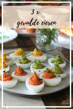 Gevulde eitjes zijn natuurlijk het ultiem recept voor tijdens Pasen. In deze blog laat ik 3 verschillende recepten voor gevulde eieren zien. In de eerste zit een vulling van avocado, in de tweede een kerrie vulling en in de derde een vulling van tomatenpuree en paprikapoeder.